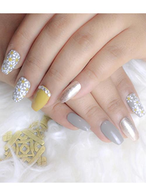 Press on Nails Daisy